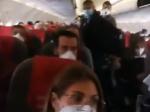 Video: Preplnené lietadlo pobúrilo verejnosť,letecká spoločnosť porušila hygienické pokyny