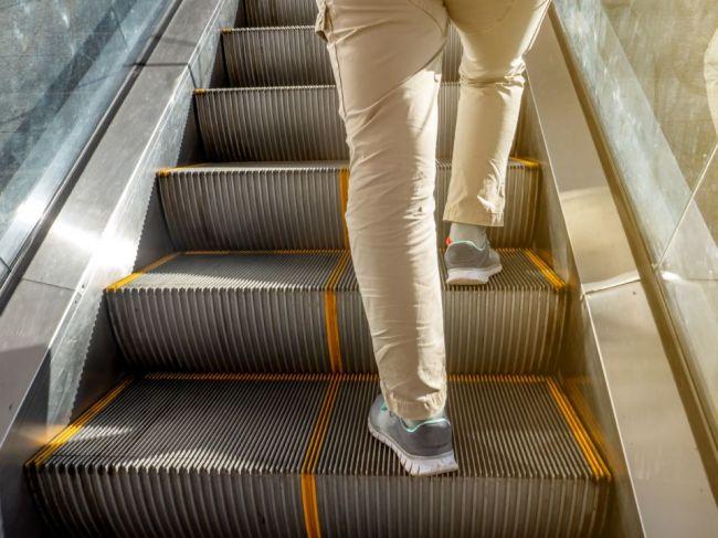 6 dôvodov, prečo by ste nemali kráčať po eskalátore