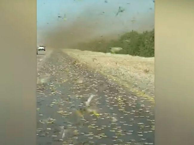 Video: Blízky Východ zasiahla pohroma. Takto tam vyzerajú cesty počas dňa