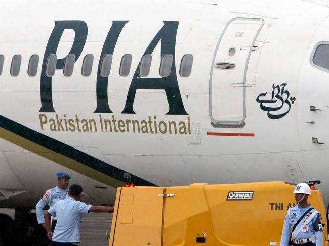 V Pakistane sa zrútilo lietadlo s takmer 100 pasažiermi na palube