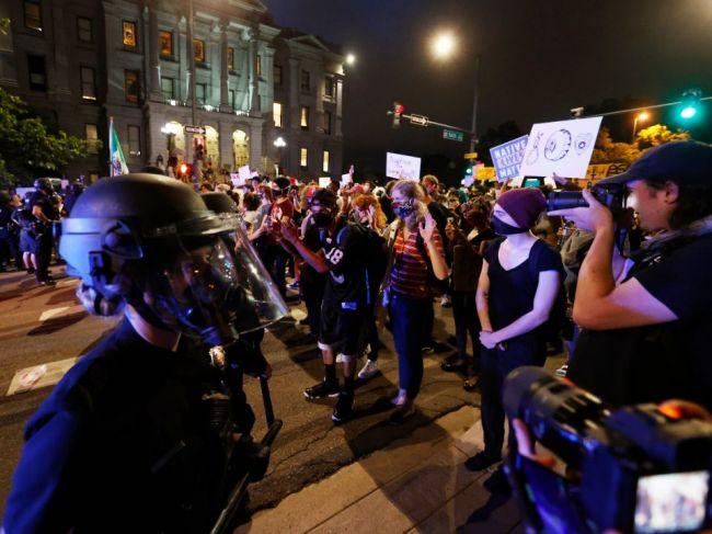 Do Minneapolisu povolali pre nepokoje Národnú gardu