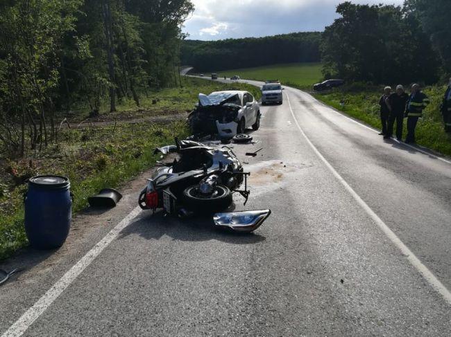 Ďaľšia dopravná nehoda motorkára sa skončila tragicky