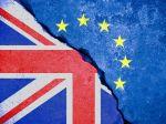 Brexit bez dohody môže pribrzdiť zotavovanie britskej ekonomiky z koronakrízy