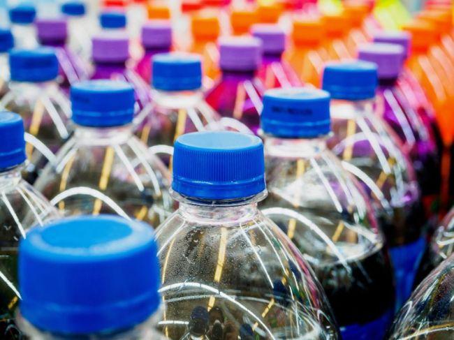 V supermarketoch predávali nápoje s jedom, traja ľudia sa otrávili