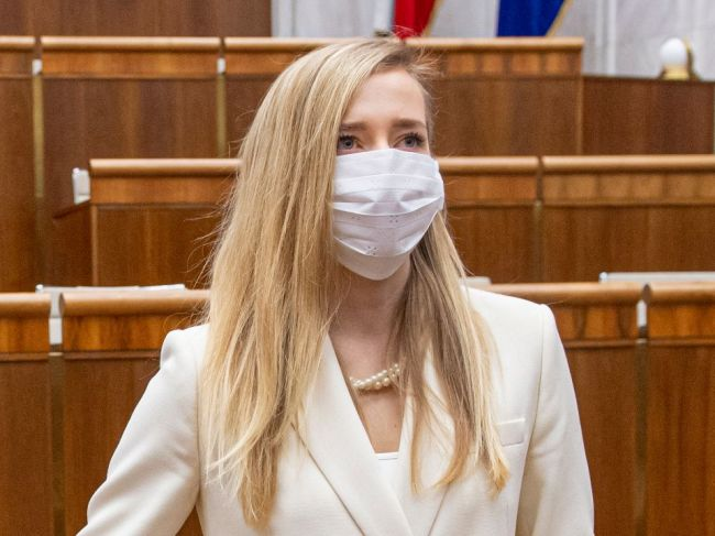 Marcinková: Na veci viery nesmieme siahať politickými rukami