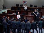 Hongkong schválili zákon, ktorý kriminalizuje urážanie čínskej štátnej hymny