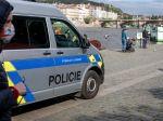 Matka zaťažila mŕtve dojča v rieke v okrese Mělník kameňmi