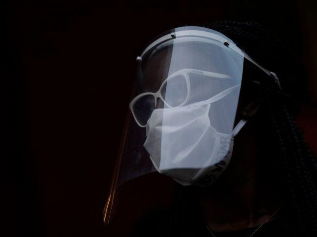Vedci overili účinnosť rúšok a lockdownu na šírenie nového koronavírusu