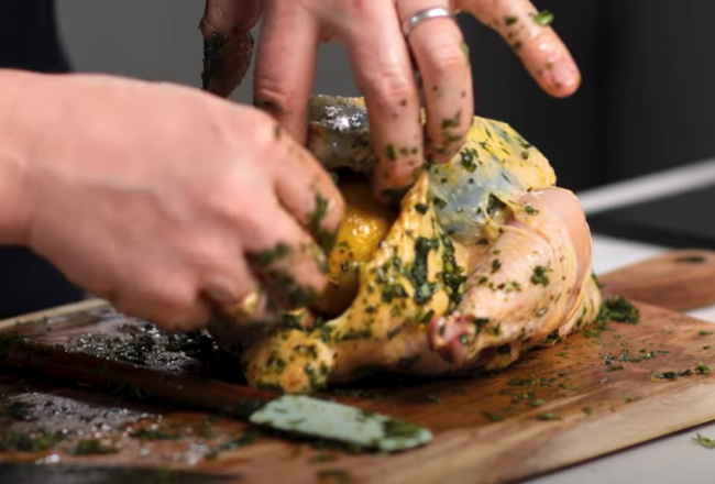 Trik, ako dokonale upiecť kurča: Jamie Oliver odhalil svoje tajomstvá