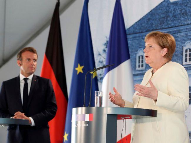 Merkelová a Macron žiadajú