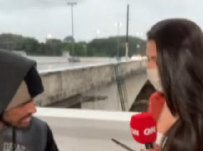 Video: Reportérku prepadli v priamom prenose, bezdomovec ju ohrozil nožom