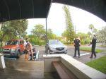Video: Rodiaca žena nestihla prísť na kliniku,policajti na parkovisku ostali v nemom úžase