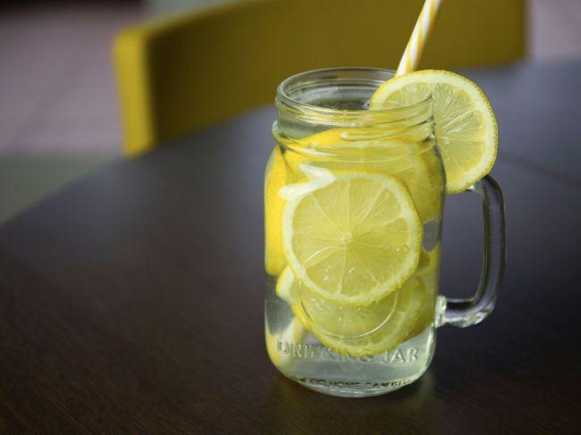 3 nežiaduce účinky pitia citrónovej vody