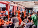 Loď so 180 migrantmi vyhlásila núdzový stav, situácia na palube eskaluje