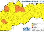 SHMÚ zvýšil miestami výstrahu pred vetrom a búrkami, varuje aj pred povodňami