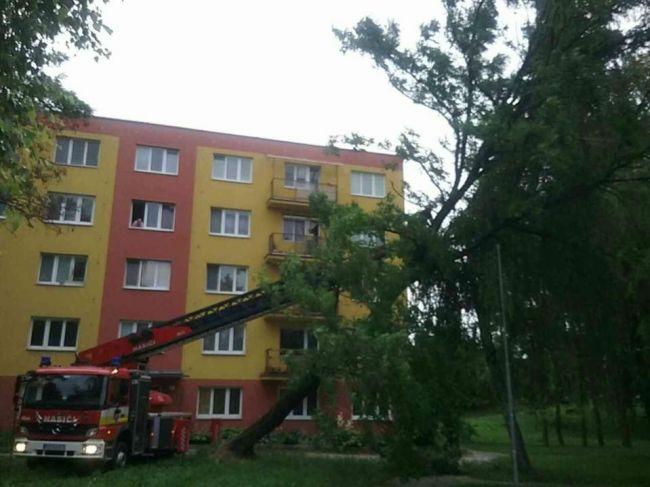 Pre búrky mali hasiči na Slovensku už takmer 70 výjazdov