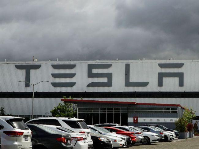 Dva mesiace po ostatných vozidlách znížila Tesla cenu aj pri Modeli Y