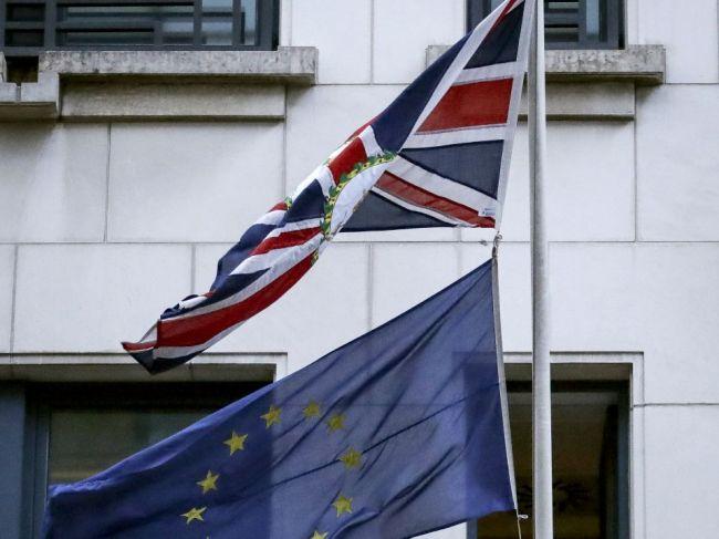 Británia vyčlení na hraničnú infraštruktúru s EÚ viac než 700 miliónov libier