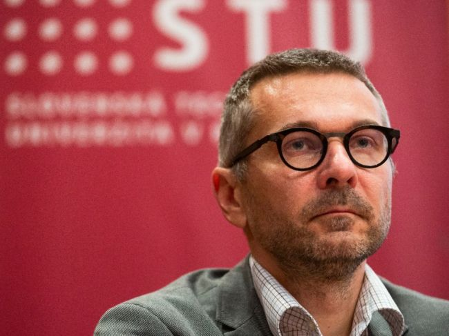 Dekan FIIT STU Ivan Kotuliak zostáva vo funkcii, rozhodol Akademický senát STU