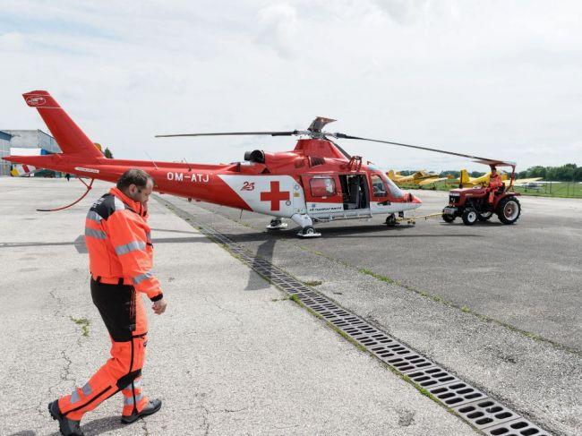 Pri zrážke dvoch áut zasahoval aj vrtuľník