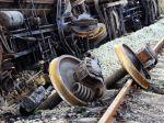 Pri zrážke vlakov zomrel rušňovodič a 35 ľudí utrpelo zranenia