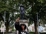 Sochu obchodníka s otrokmi v Británii nahradili sochou černošskej aktivistky