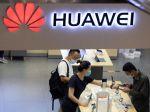 Zákaz Huawei bude stáť Londýn investície, reagovala Čína, Trump si robil zásluhy
