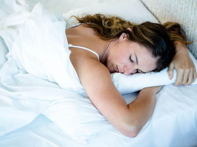 Tieto dve spánkové polohy zvyšujú riziko vzniku Alzheimerovej choroby