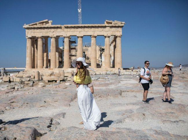 V Grécku sú od soboty povinné rúška v interiéroch