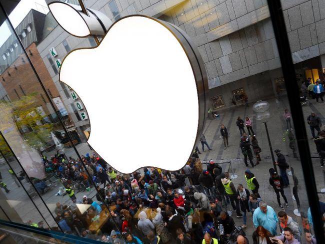 Apple sa stal najväčšou verejne obchodovanou spoločnosťou na svete