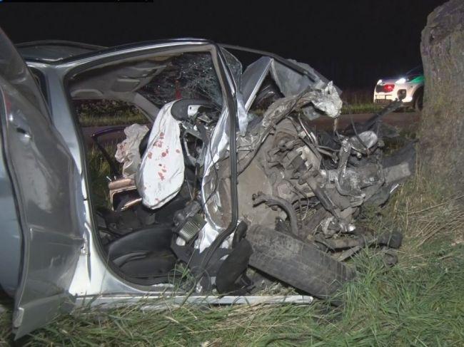 Po náraze do stromu v sobotu v noci prišiel o život 40-ročný vodič