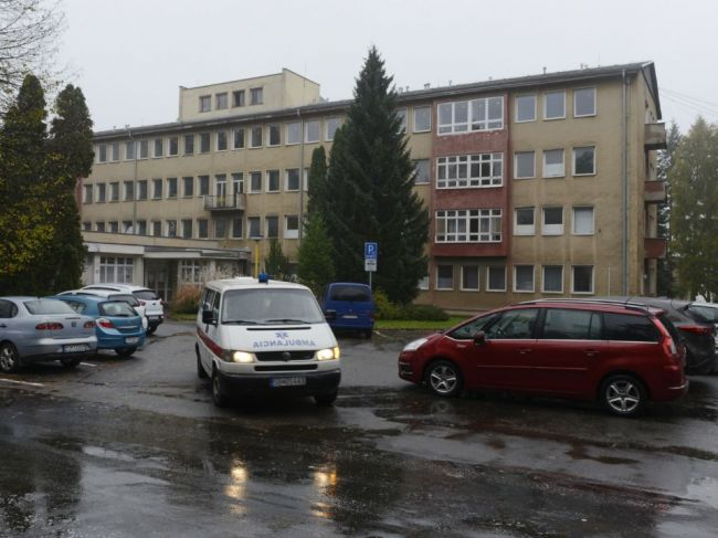 Na internom oddelení nemocnice sa vyskytlo ochorenie COVID-19, nemocnica sa bráni