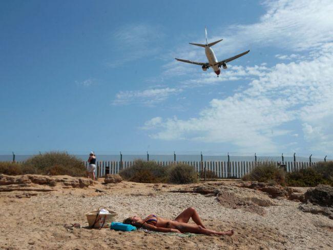 Väčšina turistov by radšej zrušila dovolenku, ako išla do karantény či na testy