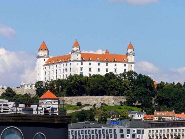 Bratislavský hrad reaguje na obmedzenú možnosť dovolenkovať v zahraničí