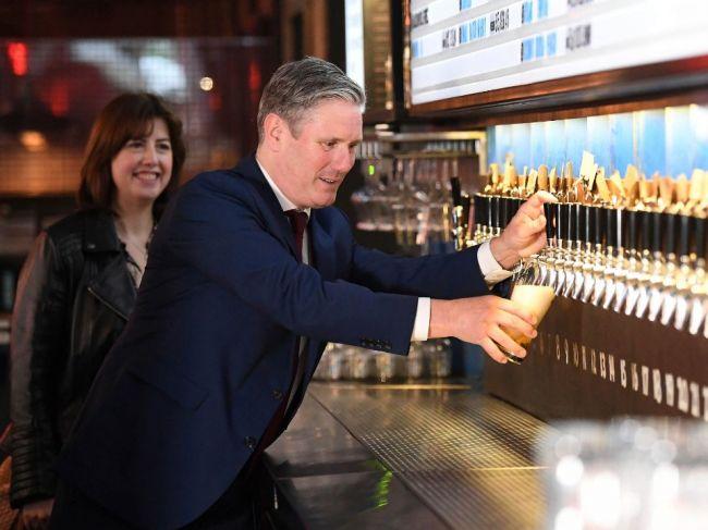 Írsko odložilo otvorenie barov, klubov a kasín pre rastúci počet prípadov nákazy