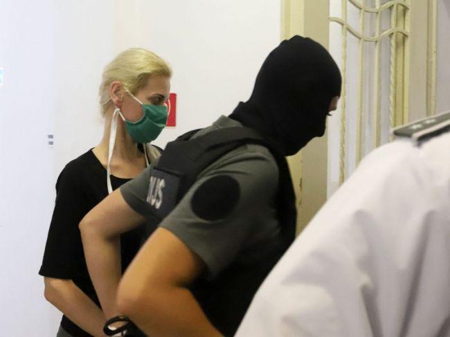 Monika Jankovská zostáva vo väzbe, Denisu Cvikovú pustili na slobodu