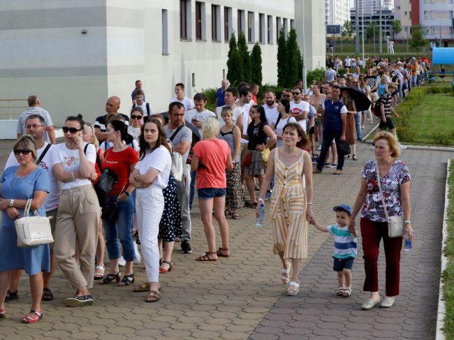 Bieloruská opozícia si počká na oficiálne výsledky, na protesty zatiaľ nevyzýva