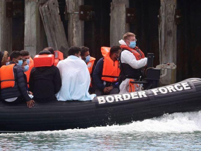 Británia a Francúzsko plánujú zablokovanie migračnej trasy cez Lamanšský prieliv