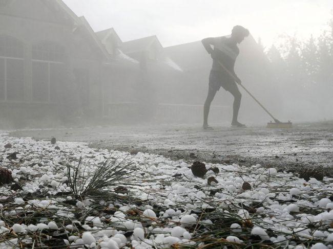 SHMÚ varuje pred búrkami s krúpami, v bezpečí je len táto časť Slovenska