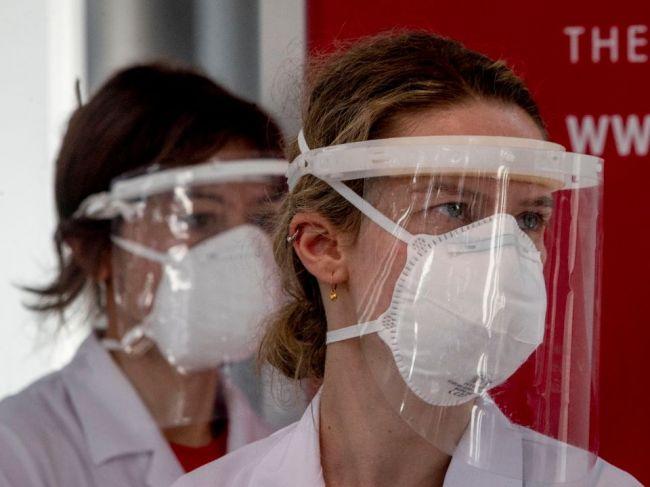 Nový koronavírus ďalej mutuje, skutočne môže slabnúť?