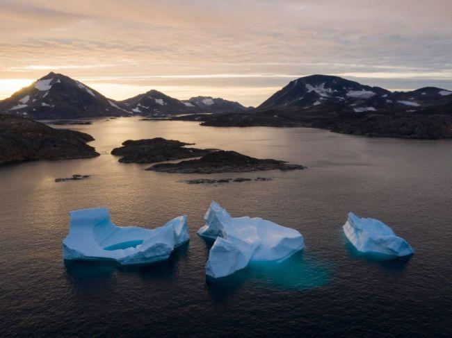 Grónsko prišlo v roku 2019 o rekordné množstvo ľadu, píše štúdia
