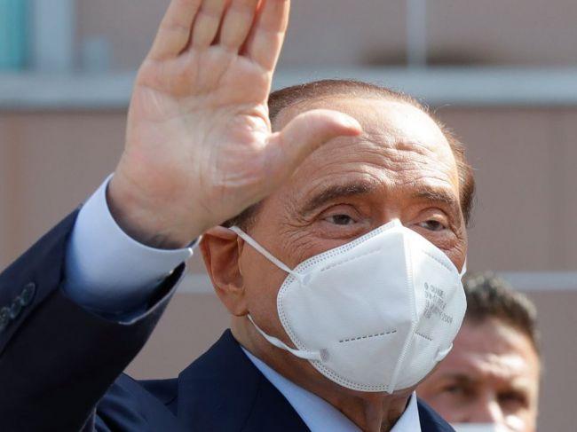 Bývalý taliansky premiér Berlusconi sa po chorobe cíti vyčerpaný; bál sa, že zomrie