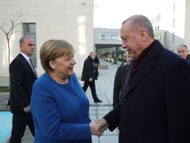 Erdogan Merkelovej: Nezhody vo východnom Stredomorí je možné riešiť rokovaniami