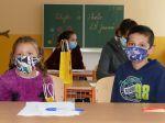 Česko presunie väčšinu okresov do oranžovej zóny, žiaci budú v škole nosiť rúška