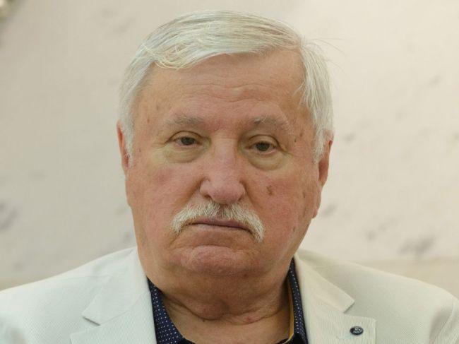 Slovenský textár a básnik Kamil Peteraj má 75 rokov