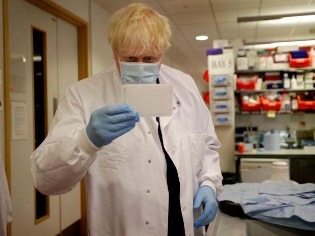 Podľa Johnsona do Británie prichádza druhá vlna pandémie; nových prípadov je 4322