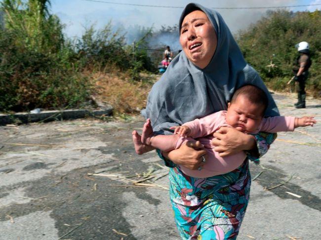 Do nového tábora na Lesbose presunuli už približne 9000 migrantov