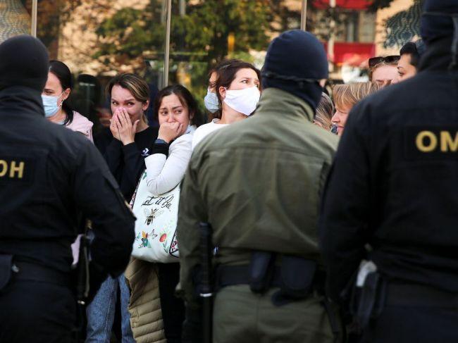 Medzi 200 zadržanými v Minsku je aj symbol protestov Nina Bahinská