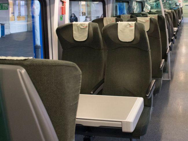 Prevádzku na trati Bratislava – Komárno nasledujúce dva roky obslúži ÖBB a ZSSK