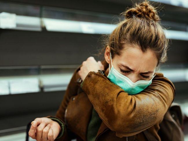 Čo sa stane, ak naraz dostanete chrípku a COVID-19? Briti posielajú svetu výstrahu